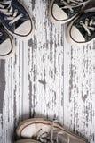 Groupe assorti de toile, rétros chaussures de tennis Photo libre de droits
