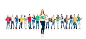 Groupe d'étudiants adolescents d'isolement sur le blanc Image stock