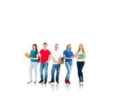 Groupe d'étudiants adolescents d'isolement sur le blanc Images stock