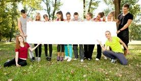 Groupe d'étudiants avec le papier blanc Images libres de droits