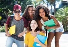 Groupe d'étudiants brésiliens ethniques multi de hanche Image stock