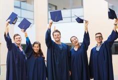 Groupe d'étudiants de sourire dans les taloches Photographie stock libre de droits