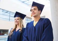 Groupe d'étudiants de sourire dans les taloches Image stock