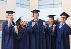 Groupe d'étudiants de sourire dans les taloches Photo stock