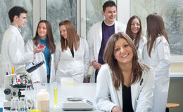 Groupe d'étudiants en médecine photographie stock