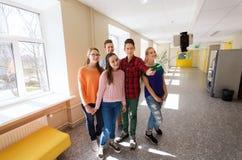 Groupe d'étudiants prenant le selfie avec le smartphone Images libres de droits