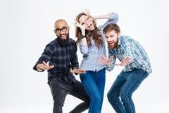 Groupe d'étudiants riant et ayant l'amusement Photo libre de droits