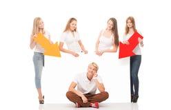 Groupe d'adolescents avec un blanc, panneau d'affichage blanc Photo libre de droits