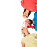 Groupe d'adolescents heureux dans des chapeaux de Noël Photo libre de droits
