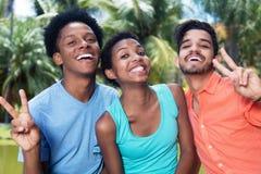 Groupe d'afro-américain et homme et femme encourageants de latin Photos libres de droits