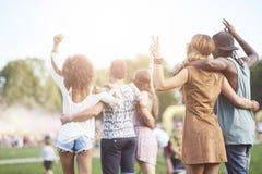 Groupe d'amis au festival Photo libre de droits