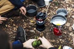 Groupe d'amis ayant l'aube de matin de petit déjeuner Photographie stock libre de droits