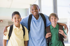 Groupe d'amis d'école primaire Photo stock