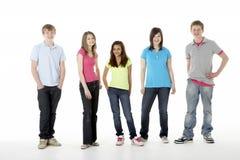 Groupe d'amis d'adolescent dans le studio Photos stock