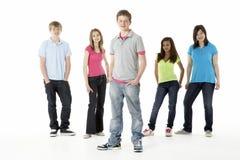 Groupe d'amis d'adolescent dans le studio Image libre de droits