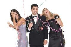 Groupe d'amis d'elegants à une réception d'an neuf Photo libre de droits