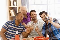 Groupe d'amis faisant le selfie Images libres de droits