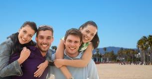 Groupe d'amis heureux Photographie stock libre de droits