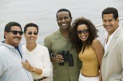 Groupe d'amis heureux sur le yacht Image libre de droits