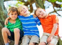 Groupe d'amis, jeunes garçons Images libres de droits