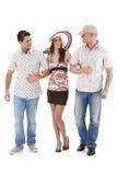 Groupe d'amis marchant ensemble Image stock