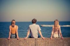 Groupe d'amis passant le temps ensemble Photographie stock libre de droits
