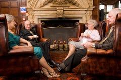 Groupe d'amis plus âgés heureux Image stock