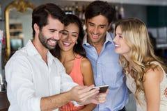 Groupe d'amis prenant un Selfie Images libres de droits