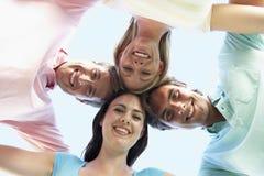 Groupe d'amis regardant vers le bas dans l'appareil-photo Photographie stock libre de droits