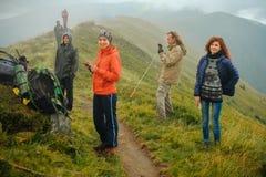 Groupe d'amis voyageant ensemble Photo libre de droits