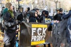 Groupe d'Antifa au rassemblement politique à Portland, Orégon image stock