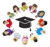 Groupe d'enfants avec l'éducation globale orientée Photo libre de droits