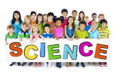 Groupe d'enfants avec le concept de la Science images libres de droits