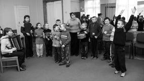 Groupe d'enfants dans l'orchestre d'école Photo libre de droits