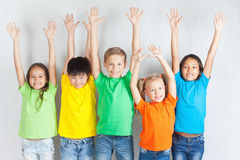 Groupe d'enfants drôles multiraciaux Images libres de droits
