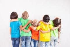 Groupe d'enfants drôles multiraciaux Photos libres de droits