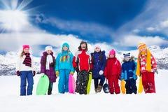 Groupe d'enfants et d'activités d'hiver Photos stock