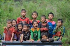 Groupe d'enfants ethniques d'Akha Photos stock