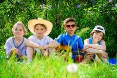 Groupe d'enfants heureux Photos libres de droits