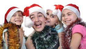 Groupe d'enfants heureux célébrant Noël photo stock