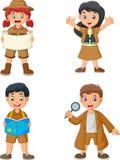 Groupe d'enfants heureux de bande dessinée utilisant des costumes d'explorateur illustration stock