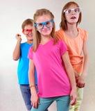 Groupe d'enfants mignons avec des lunettes Images stock