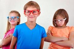 Groupe d'enfants mignons avec des lunettes Photo stock