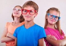 Groupe d'enfants mignons avec des lunettes Photo libre de droits