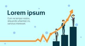Groupe d'hommes d'affaires se tenant sur des barres tenant la croissance croissante de vente de flèche de finances et le concept  illustration libre de droits
