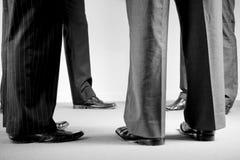 Groupe d'hommes de corporation dans les procès Photographie stock