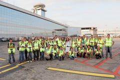 Groupe d'observateurs dans l'aéroport Domodedovo de Moscou Image libre de droits
