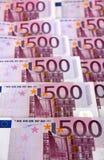 Groupe de 500 euro billets de banque (verticaux) Images libres de droits