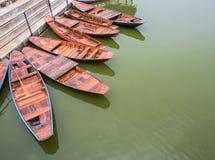 Groupe de bateaux à rames en bois Image libre de droits