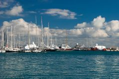 Groupe de bateaux un jour ensoleillé Photographie stock